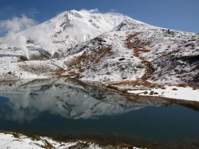 大雪山麓周遊・・初冠雪の旭岳と姿見の池散策路をめぐります。