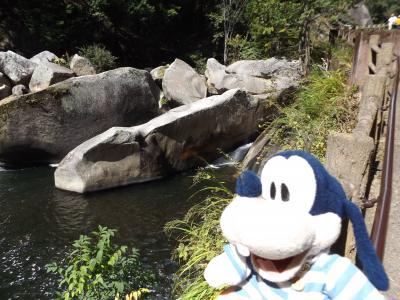 グーちゃん、甲府へ行く!(昇仙峡/石のトンネルの「割れ目」・・・。編)