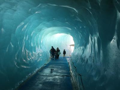 【スイス横断旅行+ミラノ 】④ 想定外のシャモニーハイキング → 登山電車でモンタンヴェール展望台 →メール・ド・グラス氷河の氷の洞窟を見に行く