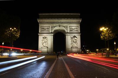 今更ながら憧れの初フランス旅【8】 -- コンコルド広場、シャンゼリゼ通りからのエトワール凱旋門*夜景 --