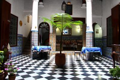 モロッコ ティトゥアンで初めてのリヤドに泊まる。