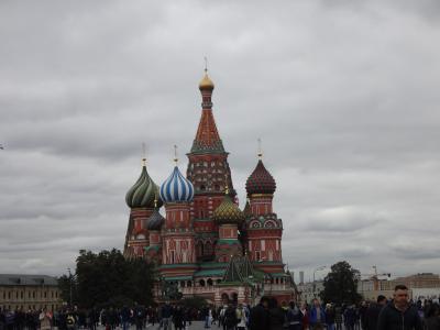 「全員お一人様」ツアーで晩秋のロシアへ ③ 赤の広場&クレムリン観光、ツアーご飯