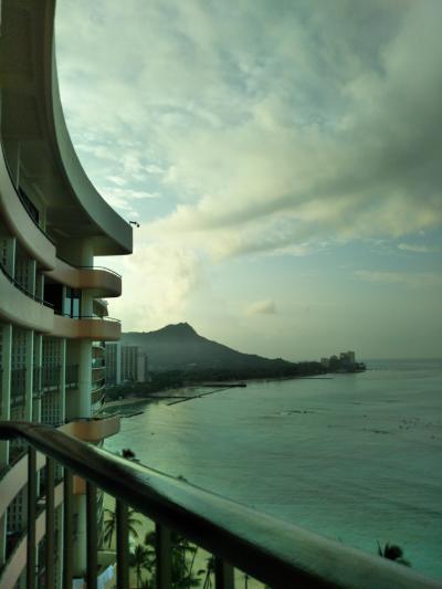 恒例のロイヤルハワイアンホテルに宿泊 5泊7日 空港~機内(成田⇒ホノルル)