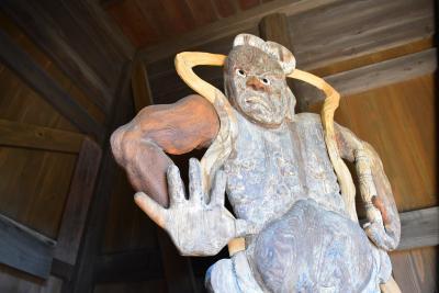 厚さが約8cmの板彫仁王像を訪ねて(山形県庄内)