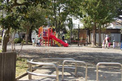 桂町平島公園で遊ぶ子供たち