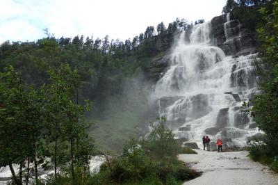 北欧4か国の旅 滝を見ながらベルゲンまで
