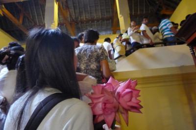 スリランカ②敬虔な仏教徒に交じって寺院見学&像に癒される