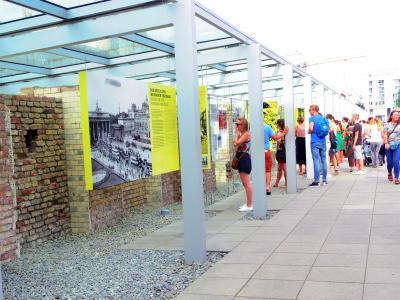 フランス・ベルギー・ドイツ3週間ひとり旅 (NO.23) :8月1日(火) ベルリンパス3日間でどれだけ見て回れるか? 3日目 ベルリン・バスツアーで回る ソニーセンター、絵画館、チェックポイントチャーリー・ミュージーアム(壁博物館)、テロのトポグラフィー、アクアドーム&シー 8月2日(水)帰国へ