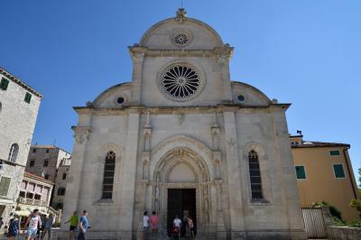 クロアチアメインの旧ユーゴ4ヶ国と最後に少しオーストリア1人旅 その12:シベニク編+スプリト編② 世界遺産の聖ヤコブ大聖堂を有する,クルカ川河口に位置する古い歴史を持つ町