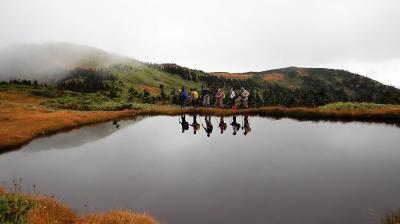 紅葉と草紅葉の会津駒が岳