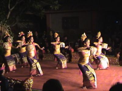 動画 バリ島 ウブド王宮のレゴン・ダンス 4編 上巻。