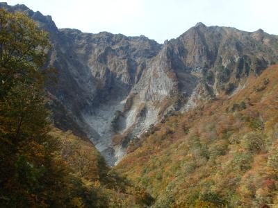 一ノ倉沢遊歩道トレッキング  紅葉を求め