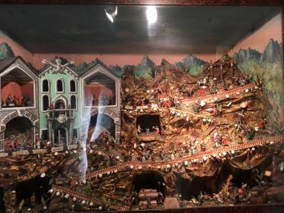 2017年 チロルでハイキングと街歩き 夫婦二人旅(6)ガラス細工の街 ラッテンベルクを訪ねる ②博物館Handwerkskunstmuseumを見学