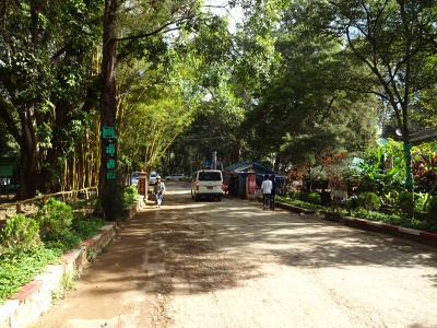 行きそびれていたミャンマーに初挑戦 その16 プエコーフの滝とペイチンミャアウン洞窟は、人気の遊園地だった