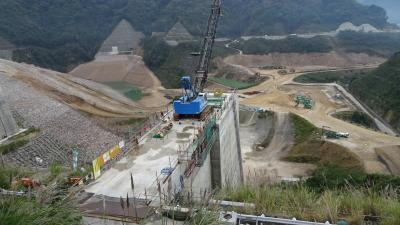 九州の旅(09) 原尻の滝までのドライブ途中、大分川ダム建設現場と道の駅あさじで小休止。