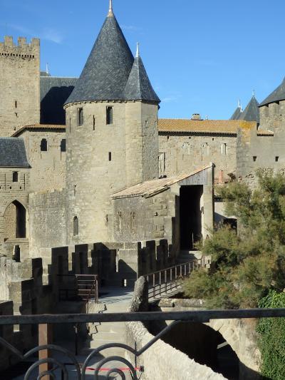 中世の時代から『シテ』これがカルカソンヌ 城塞内の昼と夜 Cité de Carcassonne