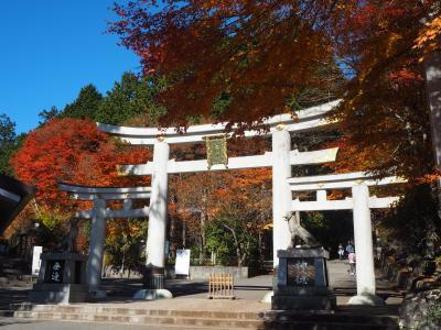 紅葉の三峯神社本殿と奥宮ハイキング