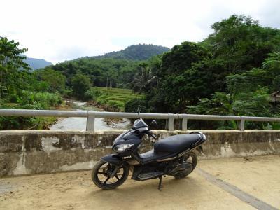 マイチャウの村と田んぼとオジンとバイク