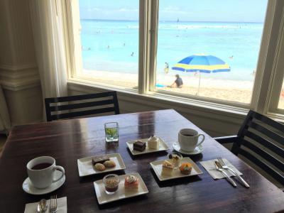 JALビジネスクラスで行くハワイ ⑤ いつの間にオープンしたの? 知る人ぞ知るモアナサーフライダーの「グランド・サロン」で海を眺めながらデザートブッフェ♪ 『ロイヤル ハワイアン ホテル』、『シェラトン・ワイキキ』&『モアナ サーフライダー』&ワイキキのショップを散策、2017年2月にオープンした【ロイヤル ハワイアン ベーカリー】で限定Pinkの缶にスイーツ詰め放題!!