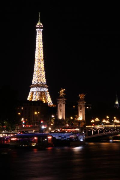 今更ながら憧れの初フランス旅【15】 -- セーヌ川とアレクサンドル3世橋とエッフェル塔の夜景 --