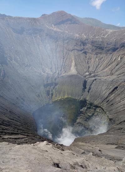 【2017年 インドネシア】青い炎を求めてジャワ島へ行く その2 笑って泣いて、神の山ブロモ山で汗と涙と火山灰にまみれる
