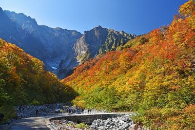 好天に恵まれた紅葉巡り&温泉(3)-宝泉峡・一ノ倉沢・谷川岳-
