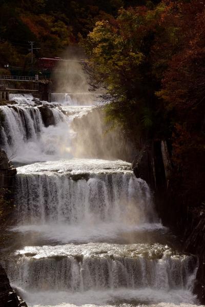 田原の滝と富士急行線沿線に広がる紅葉を探しに訪れてみた