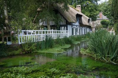 トラベラーるなさんとノルマンディへ 可愛い港町オンフルールと最も美しい村Le Bec Hellouin&Veules les Roses