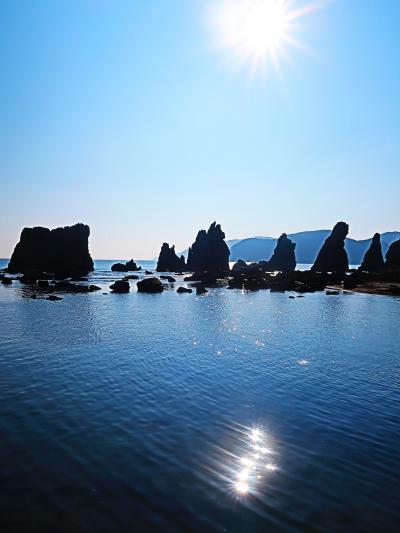串本・橋杭岩b  近景=道の駅くしもと橋杭岩から ☆マグマ噴出・浸食・地震も影響して