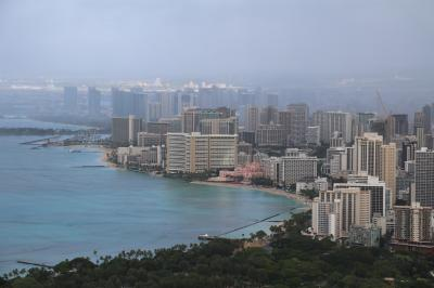 毎年変貌するハワイ。今年はダイアモンドヘッドに登り、新しくなったインターナショナルマーケットプレイスで買い物をして、ラニカイビーチでボーとしました(3)