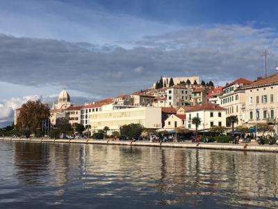 ツアーでクロアチア・スロバニア・ボスニアを回る11月の旅行(4) シベニク・トロギール