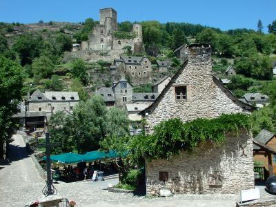 フランス南半分の旅 【13】 ベルカステル村散策後、お宿のある集落の隣町訪問