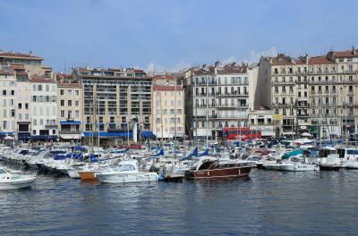 フランス 美しい街並みと世界遺産を訪ねて(13)マルセイユ 朝市とカランククルーズ