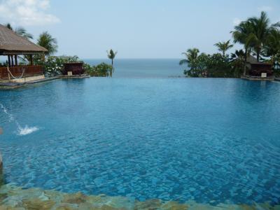 バリ島 楽園のホテルへ④ ラウンジ朝食とインフィニティプール