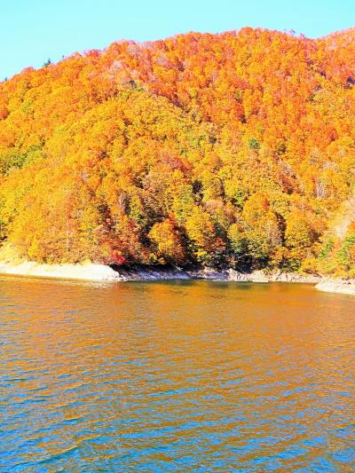 上信越-4  奥只見湖*紅葉  秋化粧の山並み・清澄な湖面 ☆遊覧船からの眺め