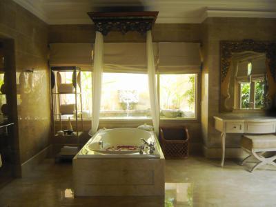 バリ島 楽園のホテルへ⑧至福のオーシャン・ヴィラ