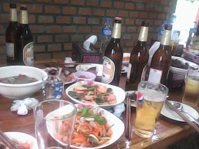 12月3日にラオスのセコンの街でハーリー見学した後は、予想外の飲み会2つ掛け持ち。。。素晴らしいラオス人たちとの出会い。一期一会です。コープチャイ(ありがとう)です。