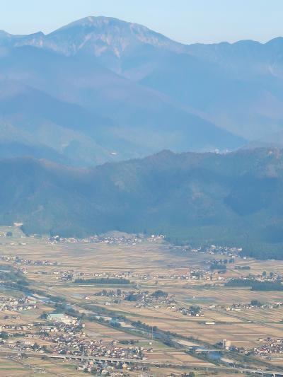 上信越-14 魚沼スカイライン:魚沼展望台 眺望広大に ☆八海山や新幹線も一望に