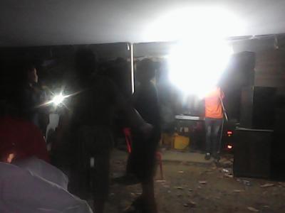 12月5日、ラオス三連休明け。でもセコンの街のUXO(ラオス政府の不発弾対策機関)はまだお祭り気分。セコン病院のスイス人の医師夫妻に目がのっぺらぼうの赤ちゃんに支援を依頼。農林局は、グダグダ。その後、UXOでパーティ。