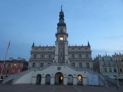 3度目のポーランドは、可愛い小さな街探訪8日間☆その2☆ザモシチ~早朝で一人占めの美しい広場(^_^)v