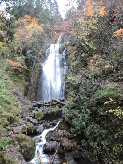 紅葉の抱返り渓谷・田沢湖と秋の小京都角館の日帰り旅