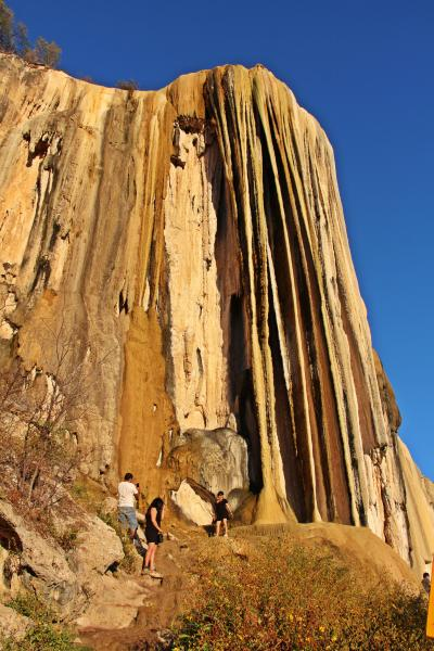 世にも奇妙な絶景:天空のインフィニティ・プール & 時を止めた石の滝【続・母さんの一人旅-7 イエルベ・エルアグア(Hierve el Agua)/ミトラ遺跡】