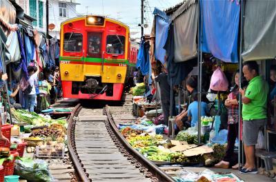 タイ ローカル線にのってメークロン市場へ 線路上の市場でアメージング・タイの真髄を味わう オッサンネコの一人旅