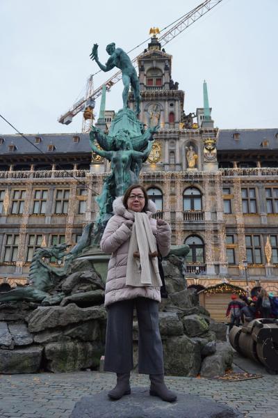 ドイツ・ベルギー・オランダ3か国のクリスマスマーケット巡り(10)アントワープの町をさまよい歩き、COSで姪にクリスマスプレゼントを買う。