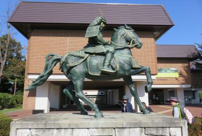 2017秋、道南と青森の名城巡り(22/31):10月26日(2):根城(2/11):青森県東部の根城へ、八戸市博物館、南部師行公騎馬像