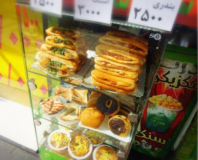 イラン の    カレーコロッケ パン  美味しいわ〜   2017