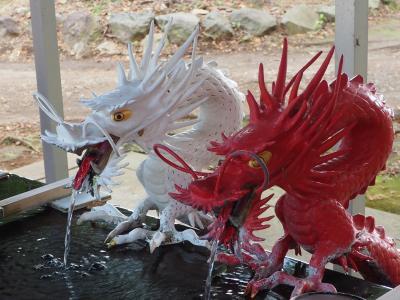 伊豆山神社 源頼朝と北条政子の恋を成就させた恋の語りと二人の腰掛け石・紅白の龍・小泉京子さん奉納・パワーを感じて