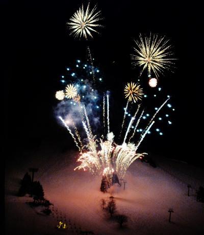 三世代で巡るスキー旅行 苗場プリンスホテルと苗場スキー場の旅 孫のバースデイパーティは部屋で花火を見ながら