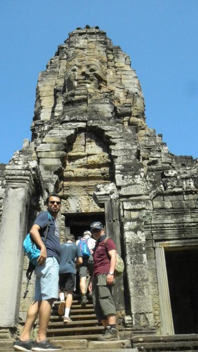 還暦過ぎ夫婦世界一周カンボジア4 英語ツアーでアンコールトムのバイヨン探検!