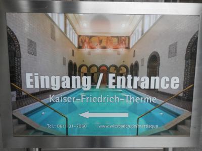 2018JAN1月1日のフランクフルトは全てお休みだったのでヴィースバーデンWiesbadenの温泉へ行ってみました。